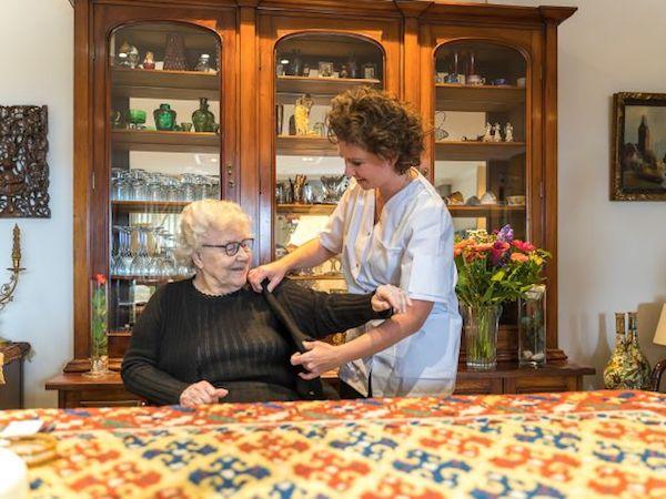 Arons-Zorg-werken-bij-vacatures-verzorgende-verpleegkundige-carrousel-3